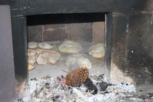 cociendo en horno de leña